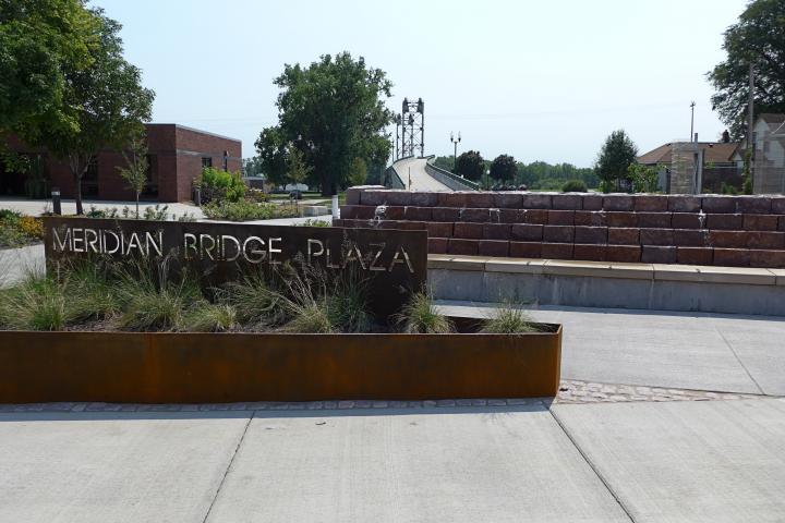 Meridian Bridge Plaza, Yankton